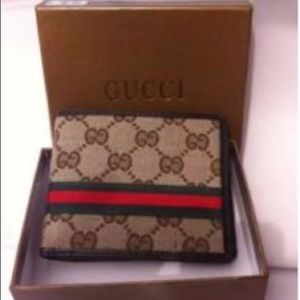 4b7d1dca57a Gucci Bags - Men s Gucci Wallet (Barely Used)